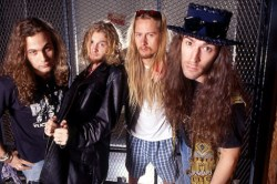 alice-in-chains (250 x 166)