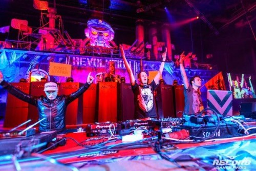 Pirate Station show_St Petersburg (500 x 334)